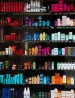 półka z kosmetykami